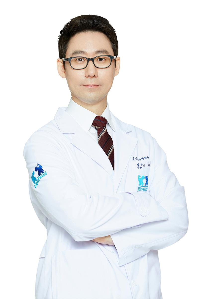 イ・ウォン院長先生