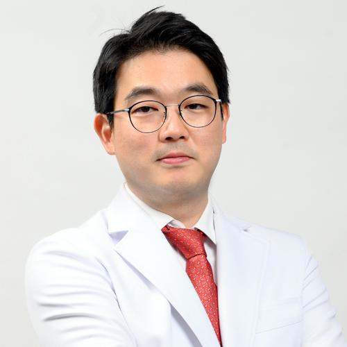 カン・ヒョングン院長
